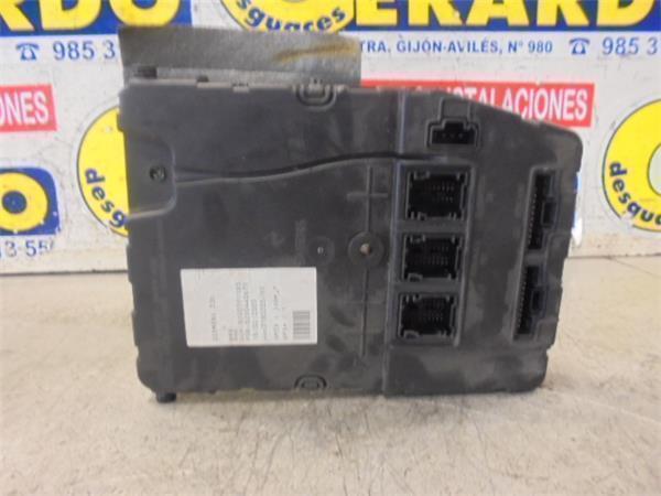 Fuse Box RENAULT MEGANE II Estate (KM0/1_) 1.9 dCi | B-Parts Where Is Fuse Box Renault Megane on ford maverick fuse box, hyundai genesis fuse box, mazda rx8 fuse box, toyota rav4 fuse box, cadillac xlr fuse box, suzuki kizashi fuse box, nissan 370z fuse box, nissan juke fuse box, cadillac srx fuse box, lexus rx300 fuse box, honda s2000 fuse box, mercury mariner fuse box, volkswagen eos fuse box, skoda felicia fuse box, alfa romeo spider fuse box, toyota supra fuse box, mitsubishi eclipse fuse box, volkswagen touareg fuse box, mitsubishi endeavor fuse box, dodge challenger fuse box,