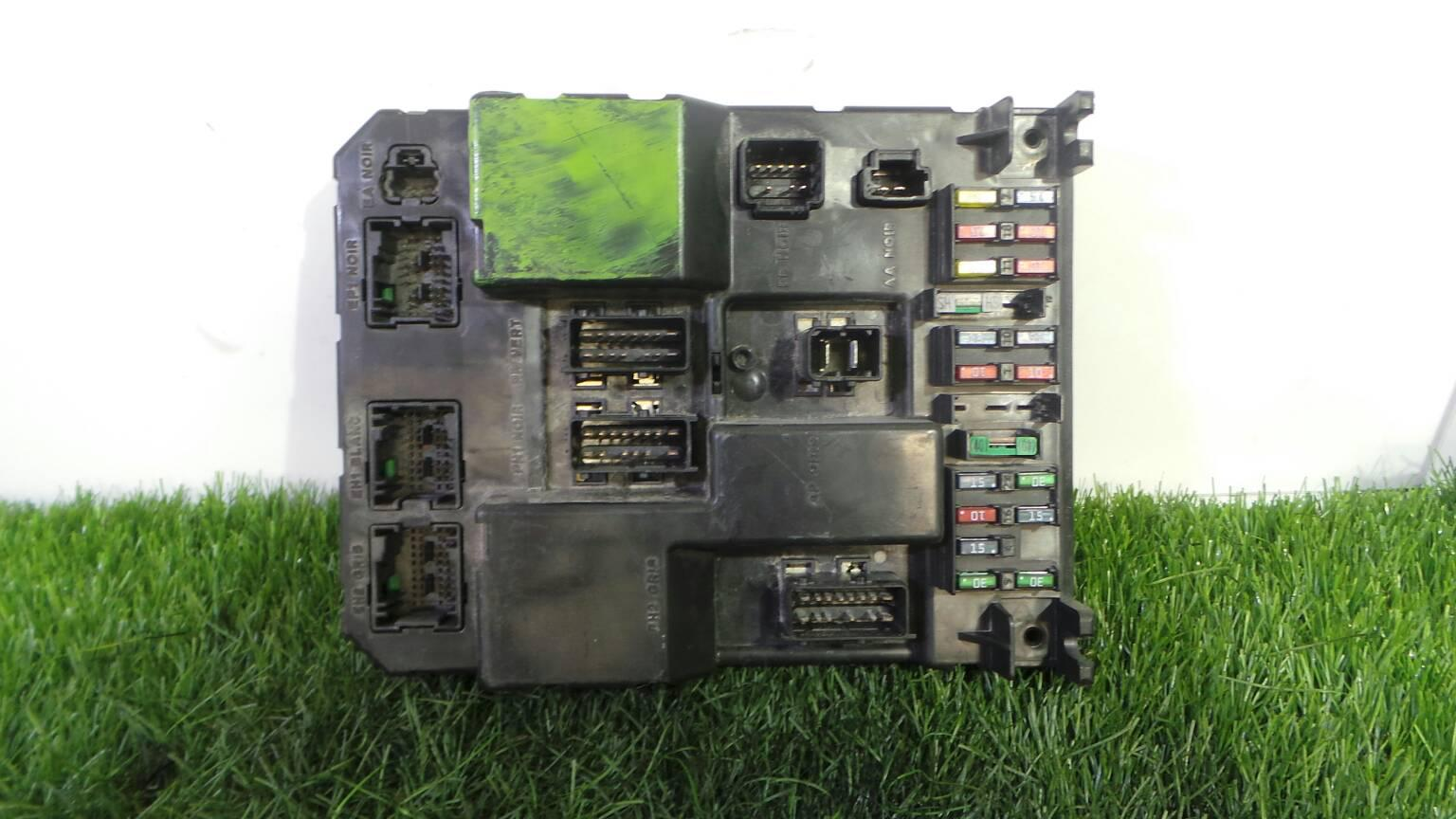 Peugeot 307 Fuse Box Indicators Archive Of Automotive Wiring Diagram Where Is 3a C 2 0 Hdi 90 1407320 Rh B Parts Com