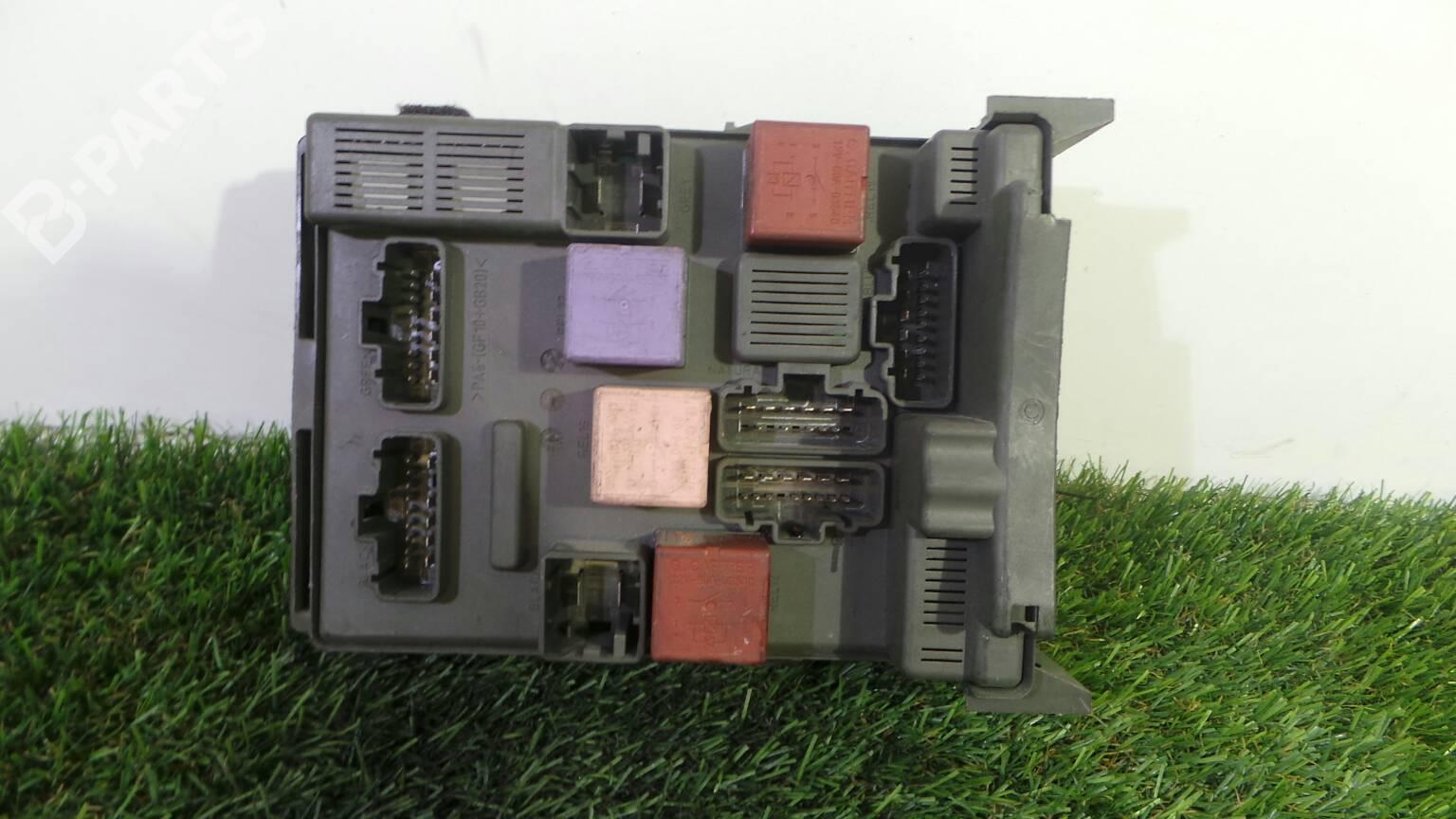 Fuse Box Renault Laguna Ii Bg0 1 19 Dci Bg08 Bg0g 1571555 Megane Parts 8200 371 619b