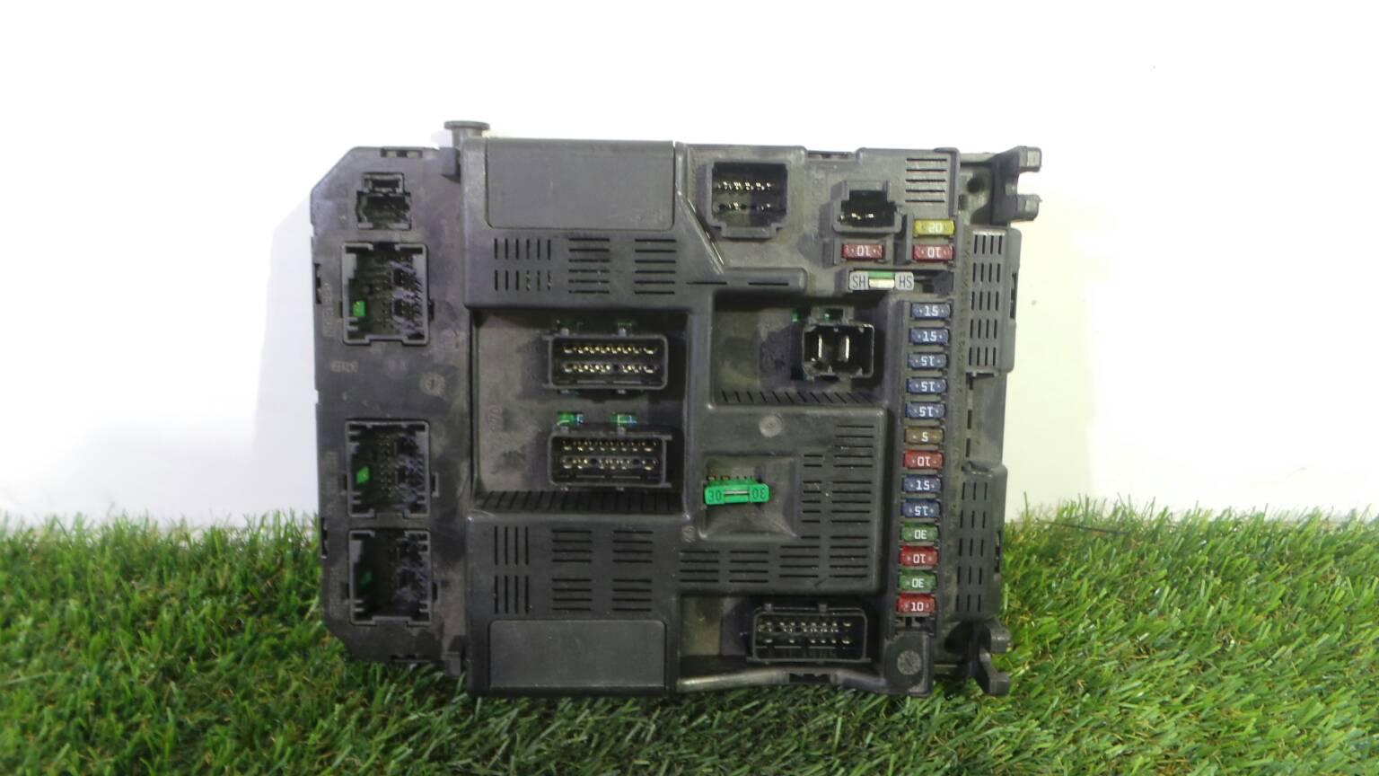 Fuse Box 96 367 605 80 F PEUGEOT, 307 (3A/C) 2.0