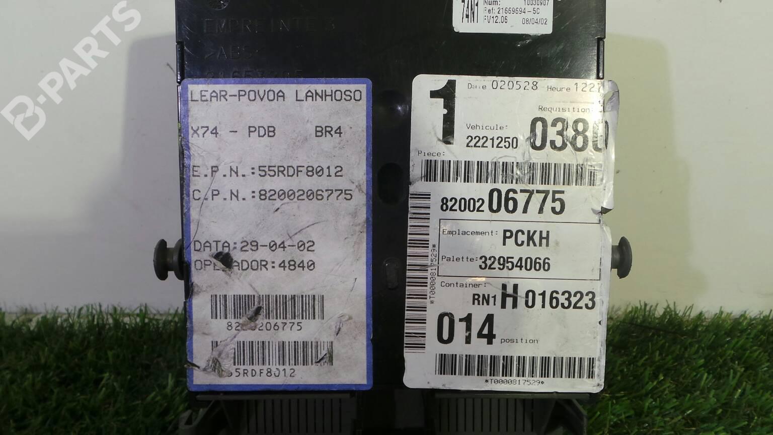 Fuse Box Renault Laguna Ii Bg0 1 19 Dci Bg08 Bg0g 1571585 Cover 8200 004 201 E